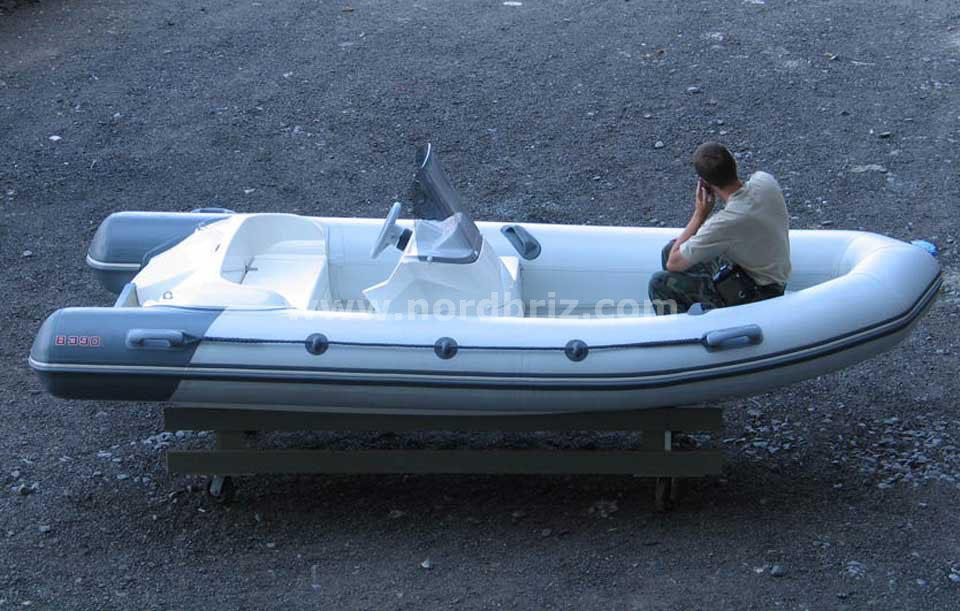 http://www.nordbriz.com/images/rib/burevestnik/byr_390hl/lodka-b-390-hl.jpg
